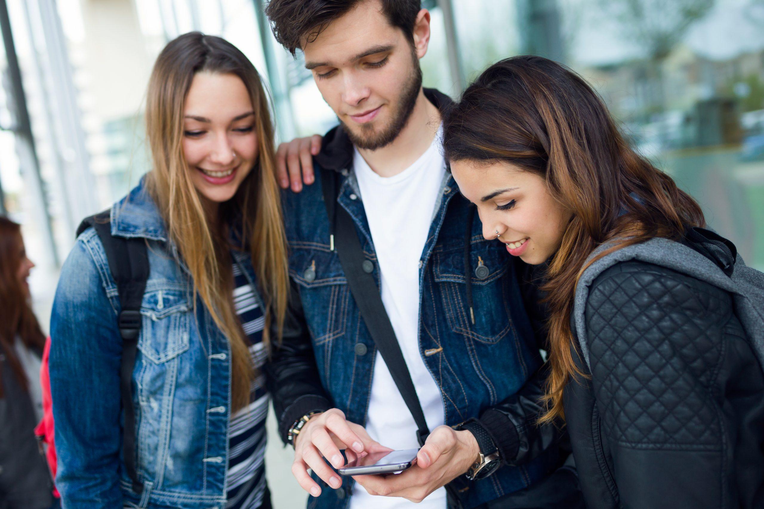 La generación Z se informa sobre el cáncer a través de internet